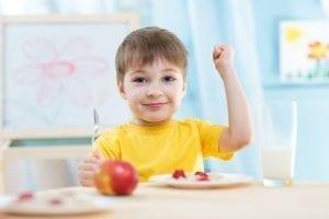 Qué deben comer los niños?